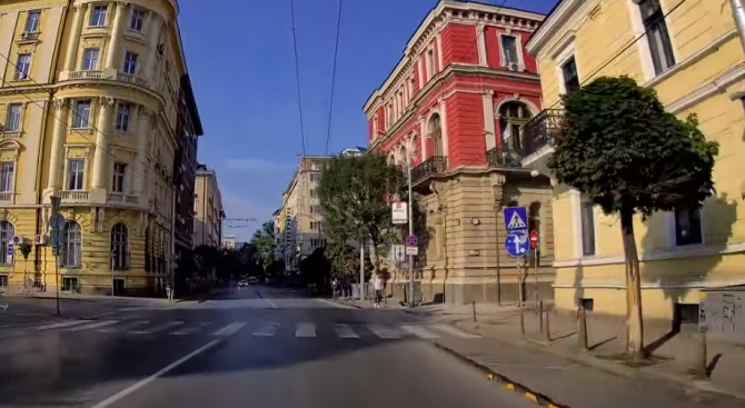 Български влогър предивика възхищение по темата за нередностите на пътя.