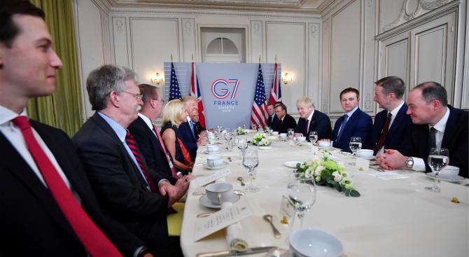 Лидерите от Г-7 обсъждат горещите теми за търговската война и пожарите в Амазония