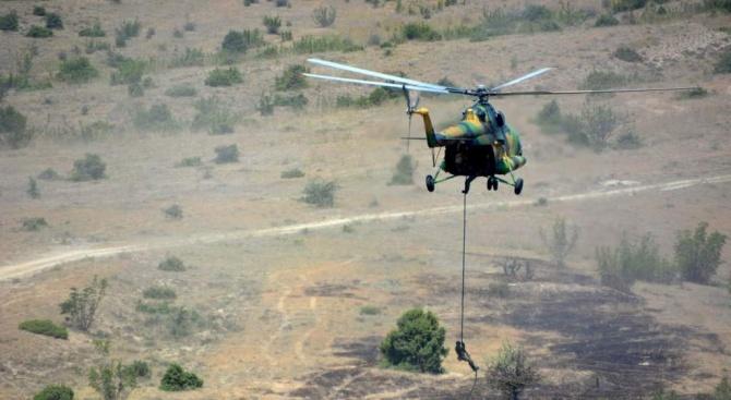 Български командоси от специалните сили преминават през екстремна подготовка със