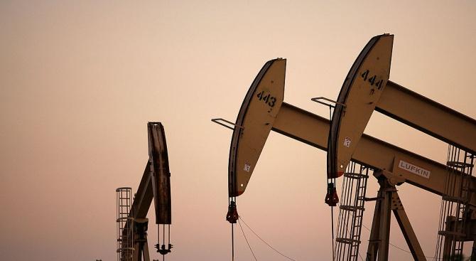 Иран иска да изнася най-малко 700 000 барела петрол дневно,