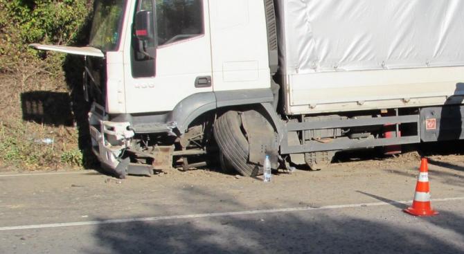 Катастрофа на тежкотоварен камион на кръговото при Бяла, Русенско, затрудни