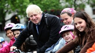 Борис Джонсън: Ваксинирайте децата!