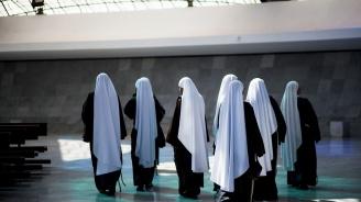 Албанци заплашват монахини