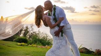 Дуейн Джонсън-Скалата вдигна сватба на Хаваите