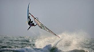 Спасиха уиндсърфист от удавяне, но въпреки това той почина