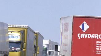 Интензивен трафик на границите с Турция и Сърбия