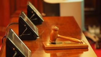 Затвор за санитар, ограбил жена в старчески дом