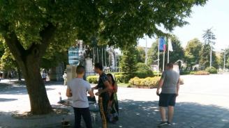 В Плевен е открит е пункт за раздаване на вода до Общината