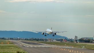 Вълната от заплахи обхвана и летищата във Варна и Бургас