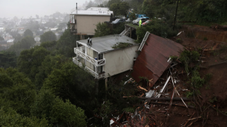 Най-малко 9 загинали и 35 изчезнали след свлачища в Китай
