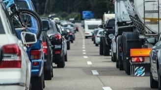 Интензивен трафик на три гранични пункта