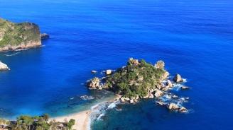 Морето изяде безценния пясък на Сицилия