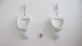 Искали пари за тоалетна в бар на плажа в Крапец