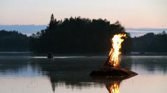 Пожар на лодка във Видин, двама мъже са ранени
