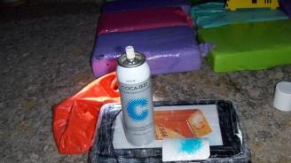 Иззеха 1 кг кокаин и малко под 5 кг хероин от дома на 63-годишен мъж