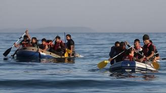 Британски вестник: Имигранти ни щурмуват по море