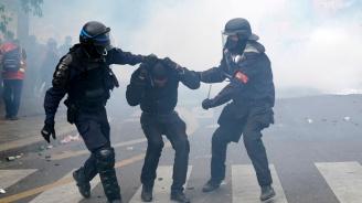 Полицаи пострадаха леко в първи сблъсъци с демонстранти преди срещата на Г-7 в Биариц