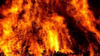 Заведение на плажа изгоря във ваканционното селище Елените