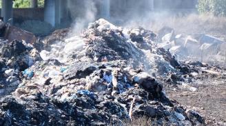"""Локализиран е пожарът в старото сметище на завод """"Арсенал"""""""