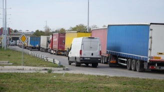 """Изключително интензивен е трафикът на ГКПП """"Дунав мост-Видин"""""""