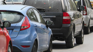 Колони от автомобили на границата с Гърция