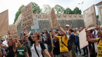 """Шествие на противници на Г-7 в Байон с потрети на Макрон под лозунга """"Климат и социална справедливост"""""""