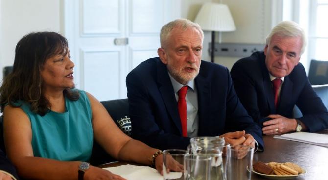 Британските опозиционни партии казаха днес, че са се споразумели да