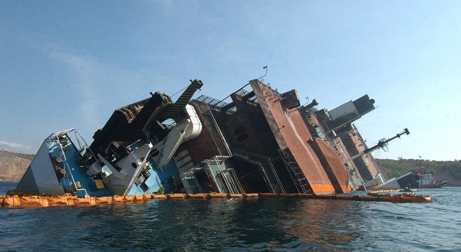 Кораб с мигранти потъна крайбреговете на Либия, има загинали