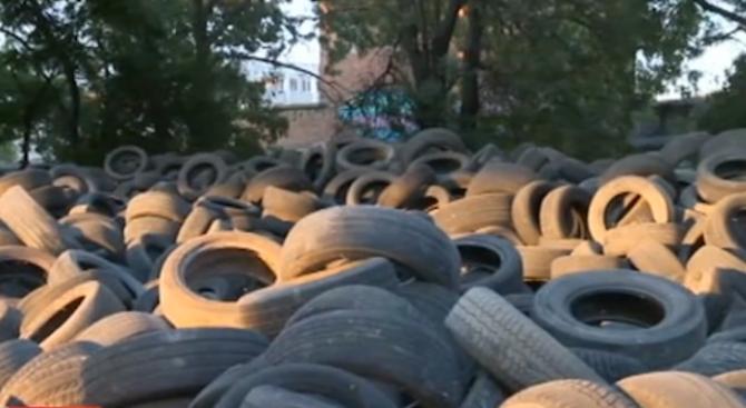 Започна премахването на старите гуми под Аспаруховия мост във Варна