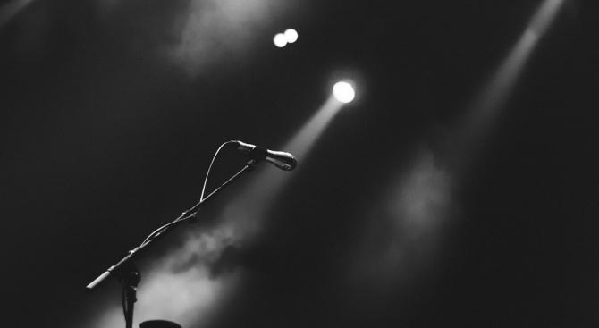 Почина американската певица Нанси Холоуей