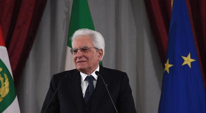 Италианският президент Серджо Матарела натовари официално днес досегашния премиер Джузепе