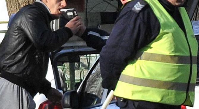 Поредният пиян шофьор е установен в Пернишко. Това съобщиха от