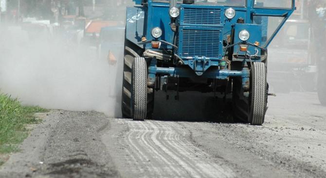 """Цялостно преасфалтират улиците край крепостта """"Царевец"""" във Велико Търново, съобщиха"""