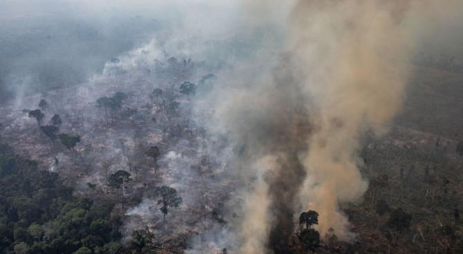Бразилия и САЩ: Международната общност не бива да има думата по начина за справяне с пожарите в Амазония