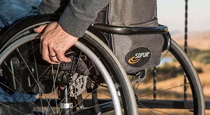 От днес започва изплащането на добавката за чужда помощ към пенсиите на хората с увреждания