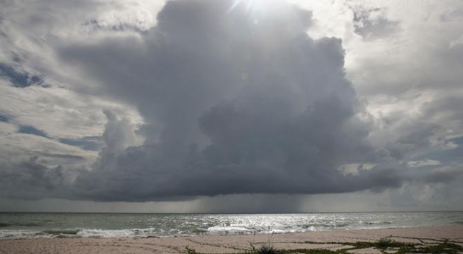 На Бахамите очакват наближаващия ураган Дориан