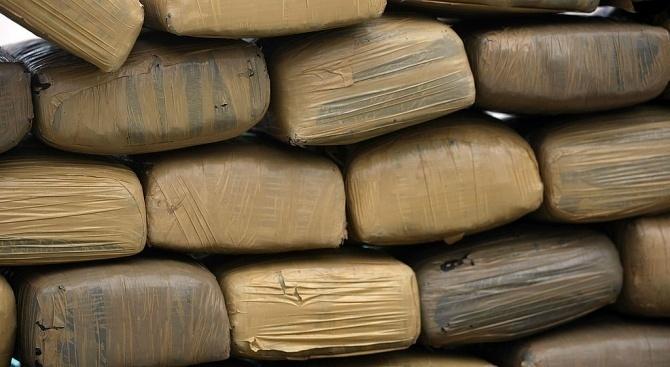Снимка: Над 137 килограма хероин хванати в микробус в Източна Турция