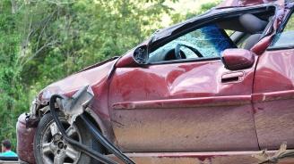 Двама пострадаха в катастрофа при разклона за село Елешница