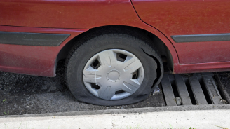 Предават на съд мъж, срязал гуми на автомобилите на съседите си