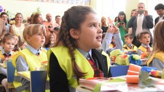 Експерти: Четенето е едно от най-важните умения, което трябва да овладее всеки първокласник