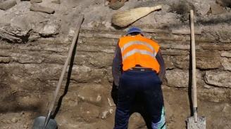 Археолози разкриха 20 средновековни некропола