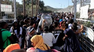 Мигранти блокираха жп линия в Гърция, прекъсната е връзката Солун-Атина