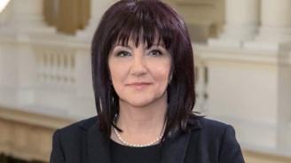 Караянчева: Румен Радев говори като беквокал на Корнелия Нинова