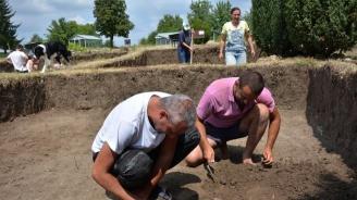 """Откриха археологически находки от три епохи край новостроящото се трасе на АМ """"Хемус"""" край Шумен"""