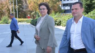 Корнелия Нинова: Когато Караянчева получи одобрението на над 2 милиона българи, тогава да коментира президента