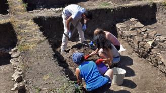 Археолози разкриха грънчарска работилница при разкопките в селището от каменно-медната епоха край Суворово