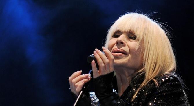 Лили Иванова стана астроложка на стари години. 80-годишната прима на