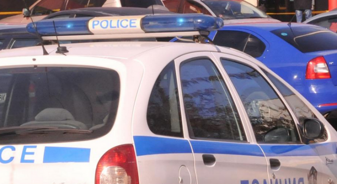 Полицейски служители на РУ-Сандански работят по получен сигнал за извършена,