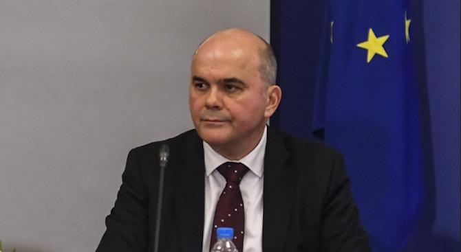 Бисер Петков: Очертава се липса на кадри със средно образование