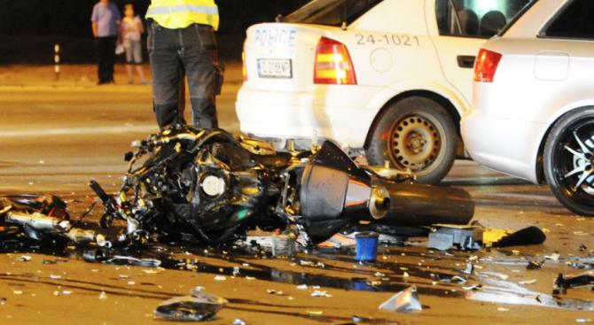Млади мъж и жена загинаха при тежка катастрофа с мотор